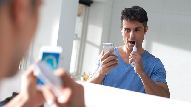 Philips maakt slimme tandenborstel die poetskwaliteit meet
