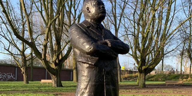 Illegaal beeld van Martin Luther King mag blijven staan in Amsterdam-Zuid