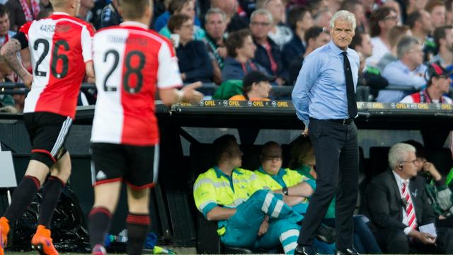 Rutten spreekt van 'grote domper' na zware nederlaag Feyenoord