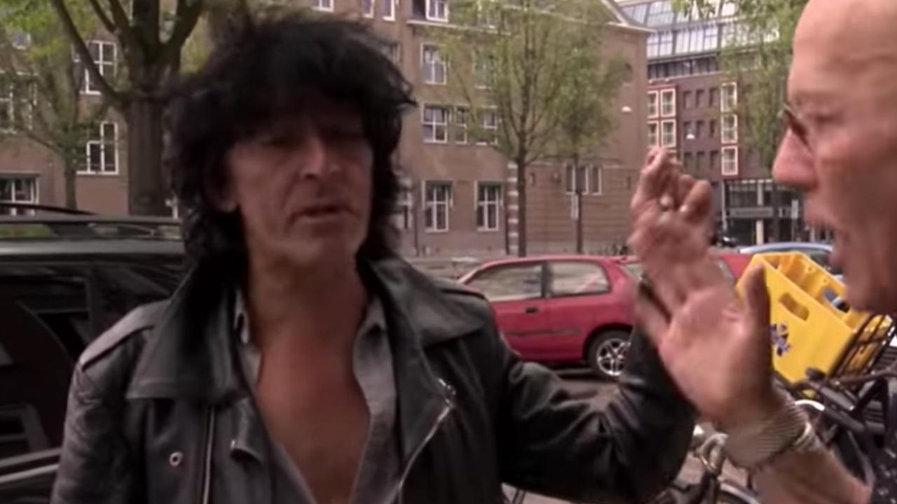 Bekijk hier een fragment van de documentaire Buying the Band