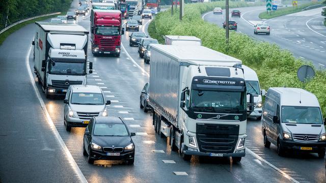 Forse verkeershinder richting Zeeland vanwege meerdere ongevallen