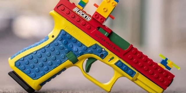 LEGO ruziet met wapenfabrikant over pistool dat gemaakt lijkt van LEGO