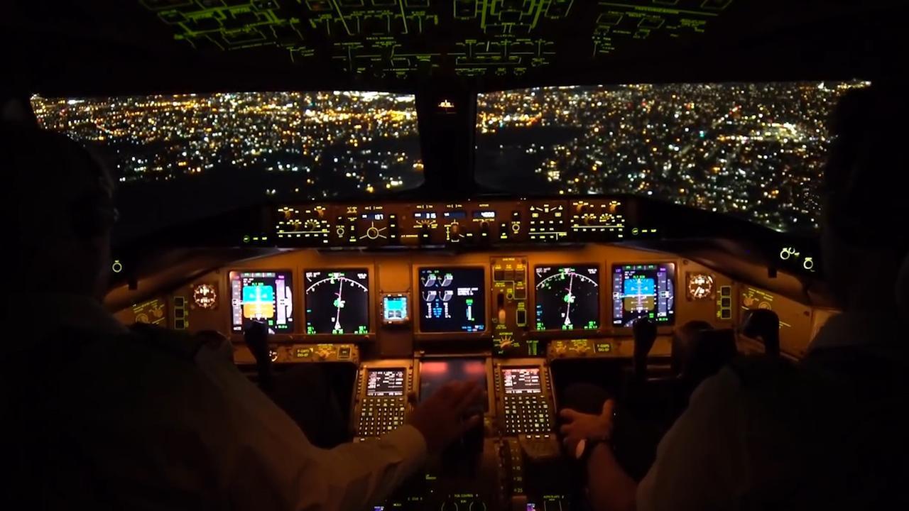 Timelapse: Boeing 777 landt in New York