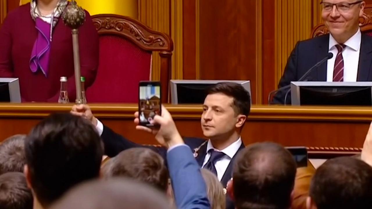 Kersverse president Oekraïne ontvangt scepter bij inauguratie