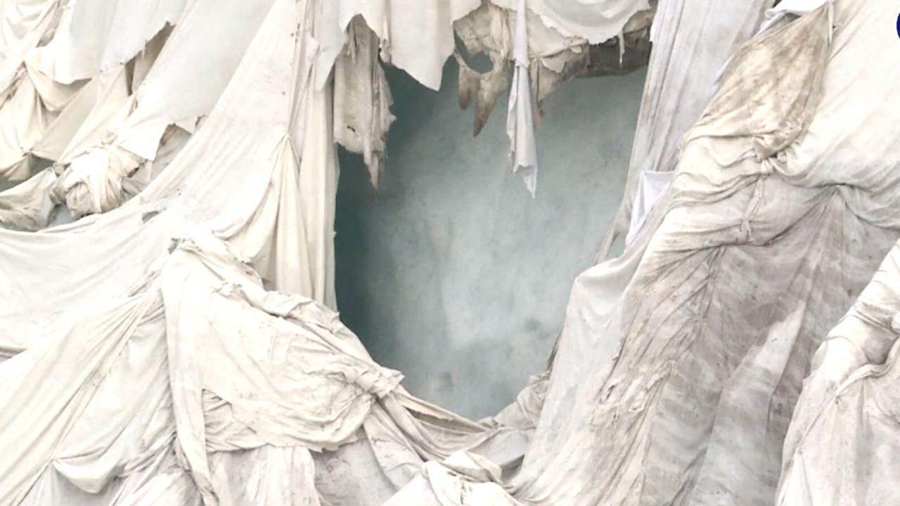 Zwitser gaat smelten van gletsjer tegen met speciale witte lakens