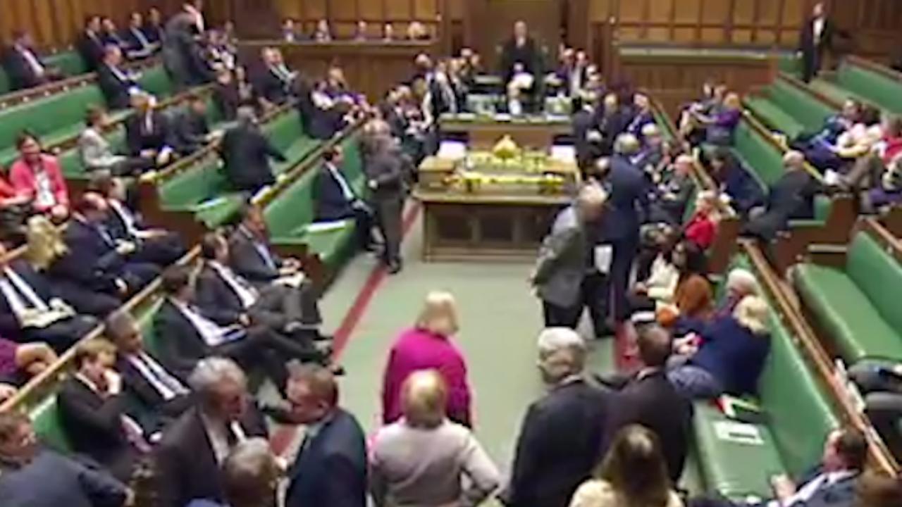 Schorsing Brits parlement na schietpartij buiten gebouw