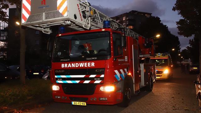 Twee scooters gaan in vlammen op aan Buiksloterweg in Amsterdam-Noord