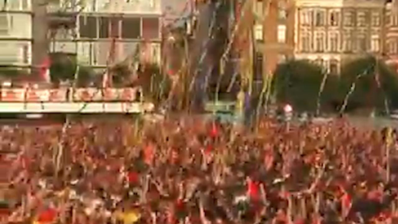 Belgische fans door het dolle tijdens en na België-Brazilië