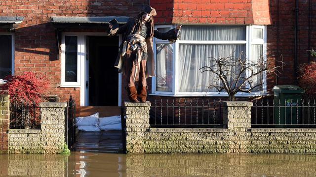 'Britse verdediging tegen water moet helemaal op de schop'