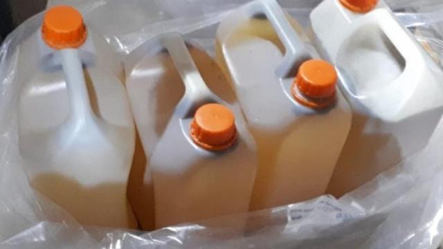 76 jerrycans met chemische inhoud aangespoeld bij Borneo-eiland