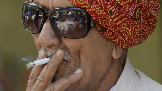 India eist dat sigarettenfabrikanten reclame verwijderen uit tabakswinkels
