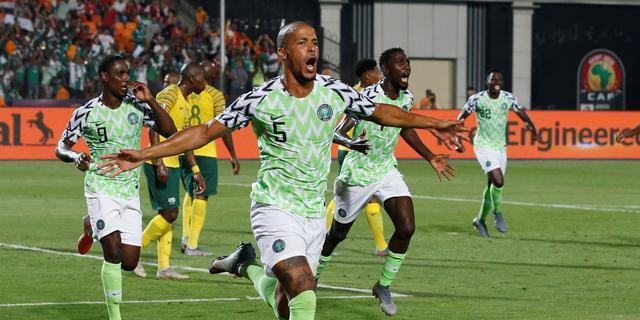 Troost-Ekong leidt Nigeria met late treffer naar halve finales Afrika Cup