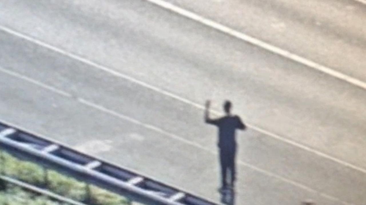 Arrestatieteam houdt verwarde man aan op A4 bij Schiphol
