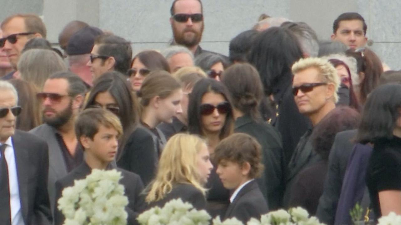 Deze bevriende beroemdheden waren bij de begrafenis van Chris Cornell