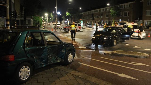 Dronken bestuurder veroorzaakt groot ongeval op Middenweg in Oost