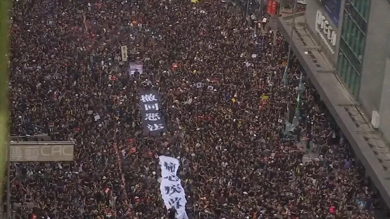 Honderdduizenden betogers overspoelen straten Hongkong