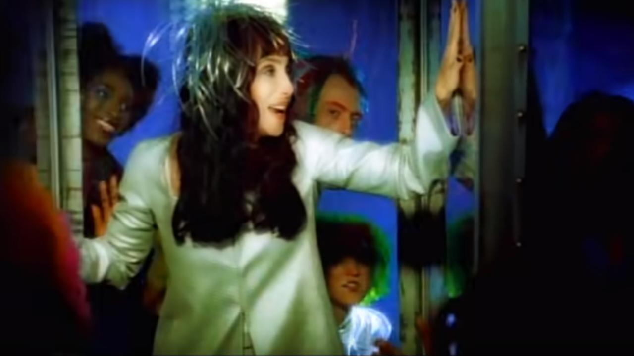 Bekijk de videoclip van Believe van Cher