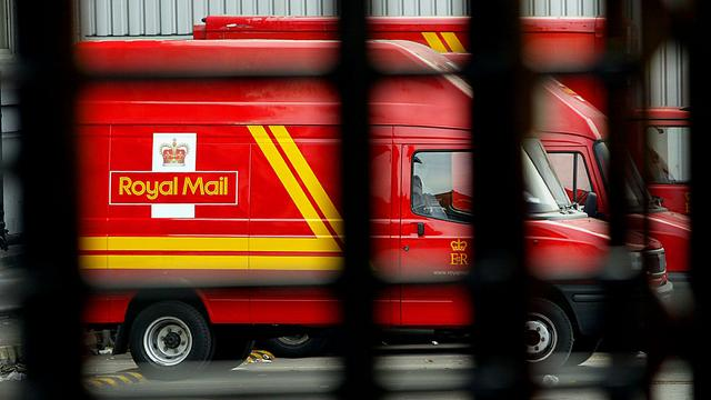 Engelse postbodes mogen vanwege veiligheid geen vlaggen in auto tijdens WK