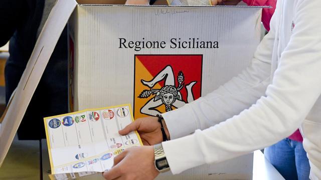 'Centrum-rechtse coalitie van Berlusconi boekt nipte zege op Sicilië'