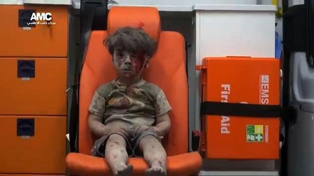 Broer van Syrische jongen op foto uit Aleppo overleden