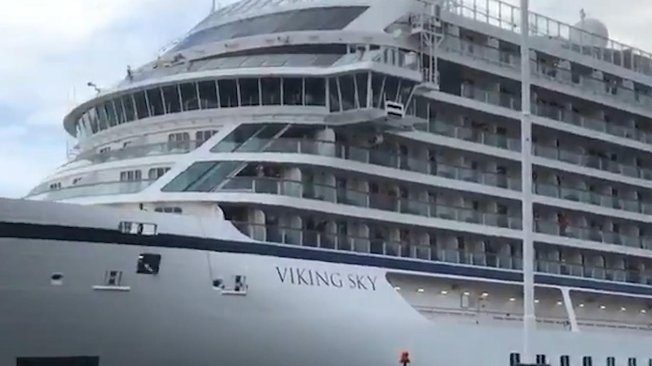 In nood geraakt cruiseschip komt aan in Noorse haven