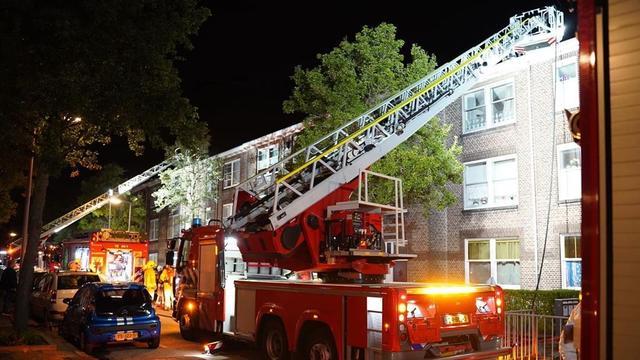 Twaalf huizen ontruimd bij forse brand aan Westerbeekstraat