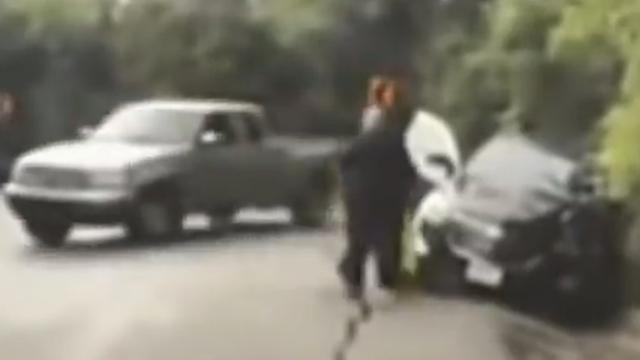 Agent trekt vrouw weg voor slippende truck in Texas