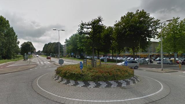 Fietsster aangereden op rotonde aan Oude Herenweg