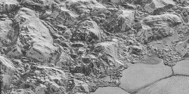 NASA geeft scherpste foto's Pluto vrij
