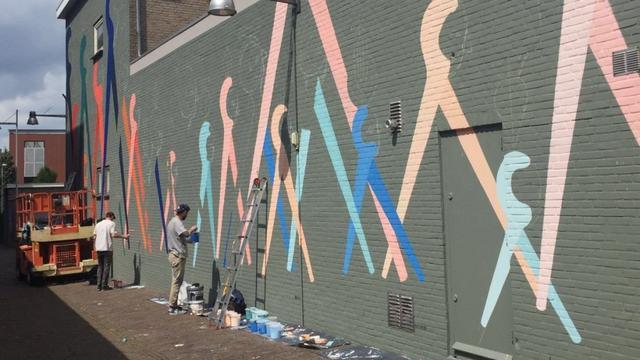 Bleekstraat krijgt nieuw jasje door muurschildering