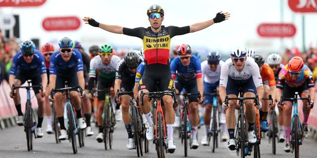 Van Aert wint Ronde van Groot-Brittannië door vierde ritzege