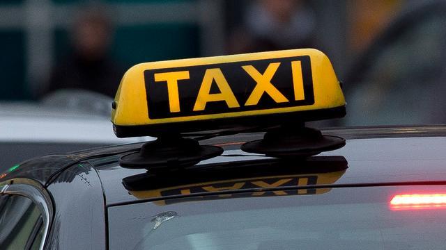 Taxichauffeurs klagen over boetes voor kort parkeren