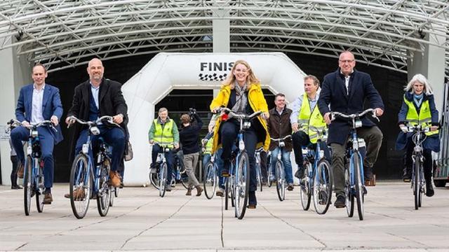 Vijfhonderd vrijwilligers meten luchtkwaliteit van provincie op de fiets