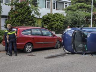 Aanzienlijke schade aan beide voertuigen