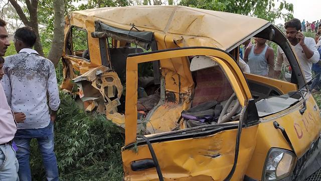 Dertien kinderen omgekomen na botsing schoolbus en trein in India