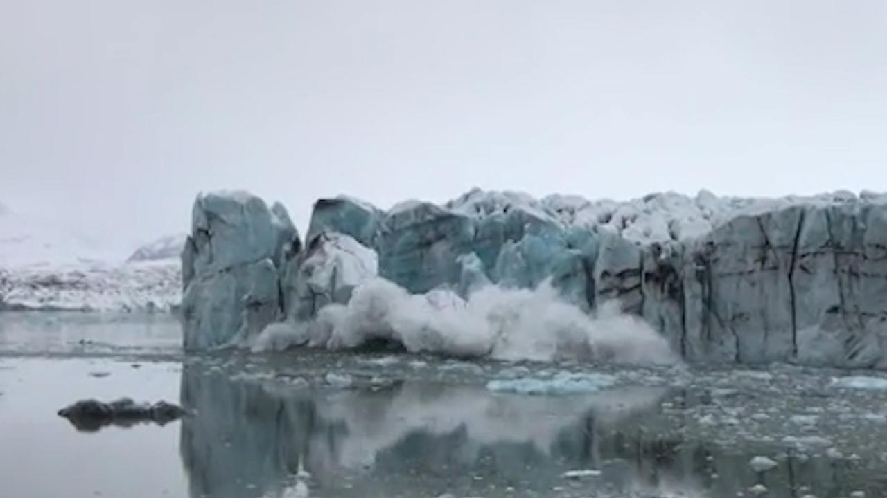 Toeristen op IJsland vluchten voor vloedgolf na afbreken ijsrots