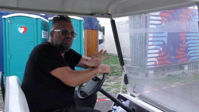 Eric van Eerdenburg geeft rondleiding Lowlands-terrein