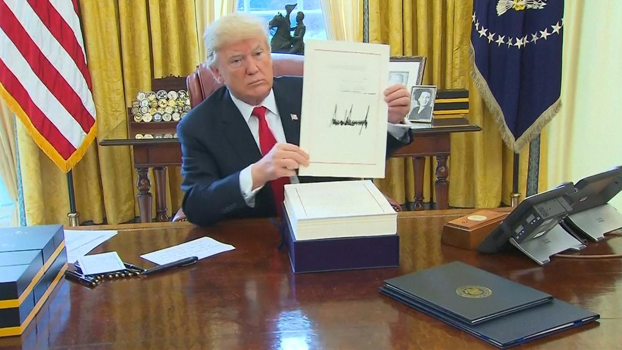 Trump zet met handtekening belastinghervormingen VS in gang