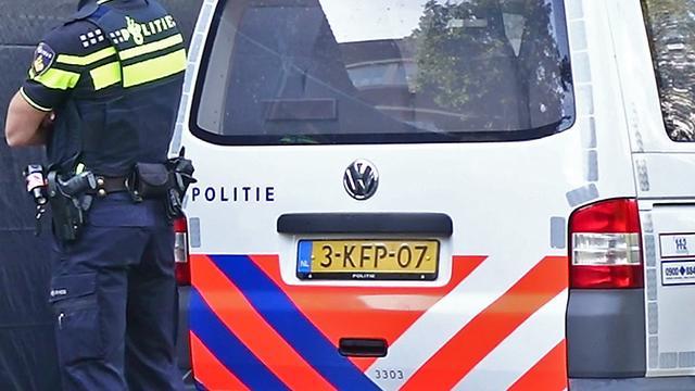 15-jarige jongen rijdt in Dordrecht met auto in op agenten