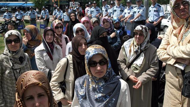 Turkse agentes mogen hoofddoek dragen
