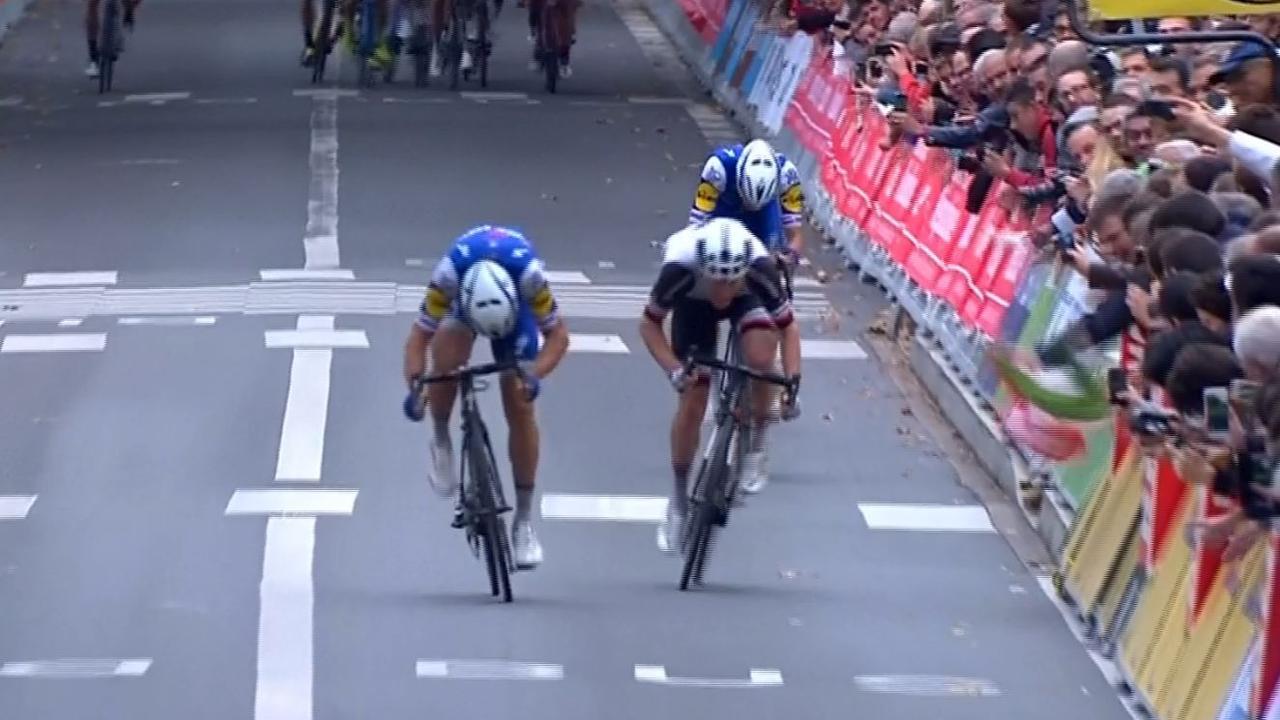 Matteo Trentin wint Parijs-Tours mede dankzij ploegmaat Terpstra