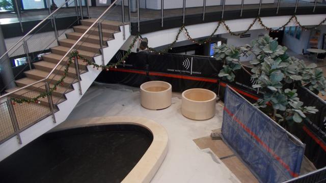 Werkzaamheden aan hal van gemeentehuis Zevenbergen in volle gang