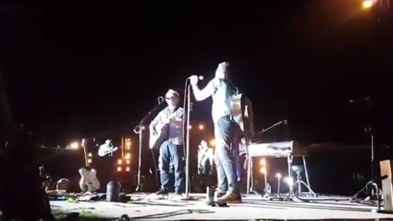 Bezoekers concert Coldplay verrast met optreden van Neil Finn