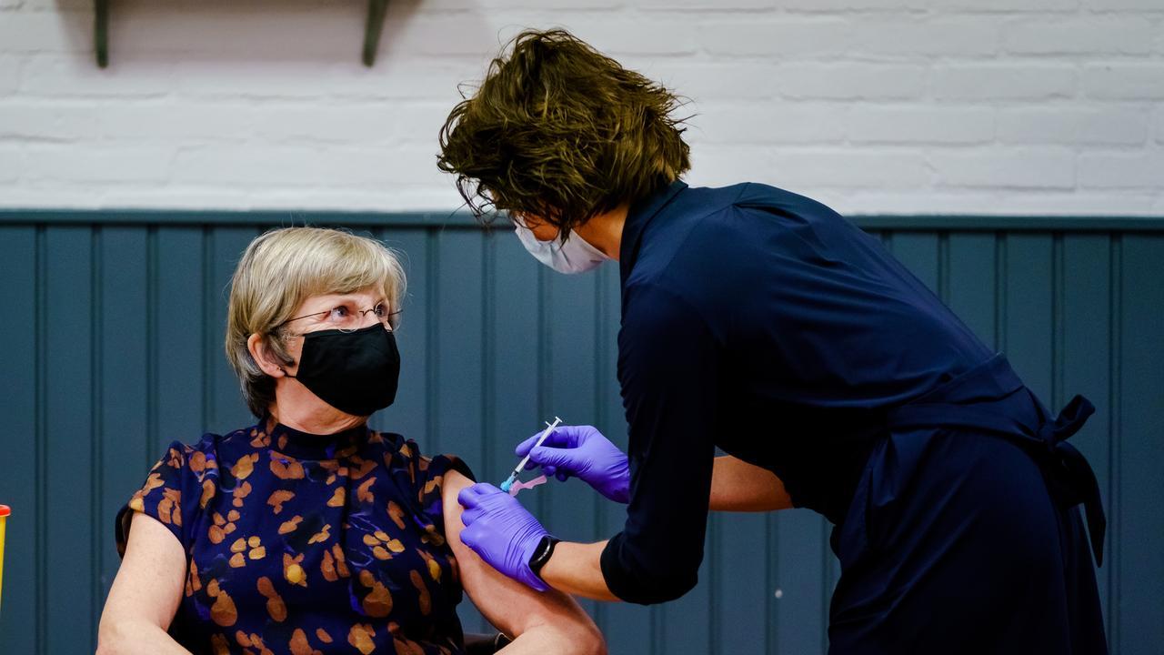 Dit weten we over de kans dat je na de coronaprik alsnog besmettelijk wordt - NU.nl