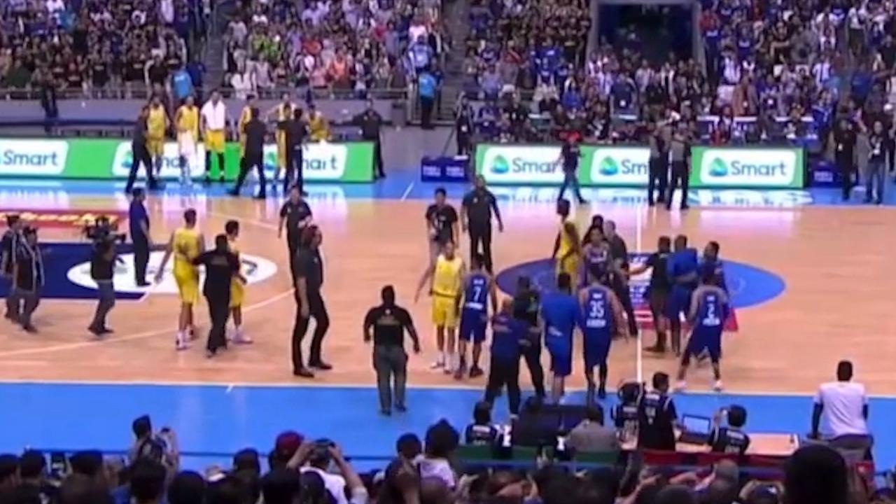 Enorme vechtpartij tussen basketballers Australië en Filipijnen