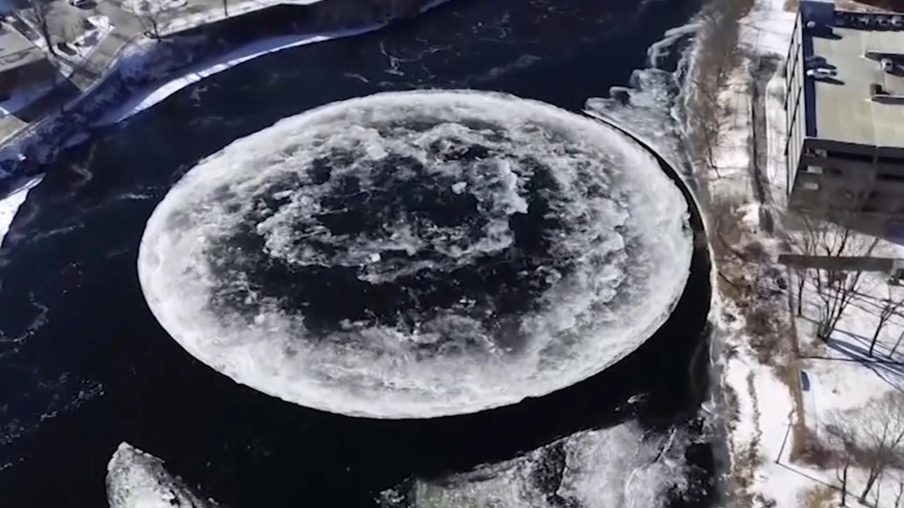 IJsschijf van 91 meter breed draait rondjes in rivier VS