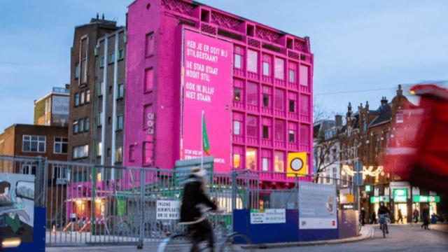 Roze hoekpand Grote Markt in april tegen de vlakte