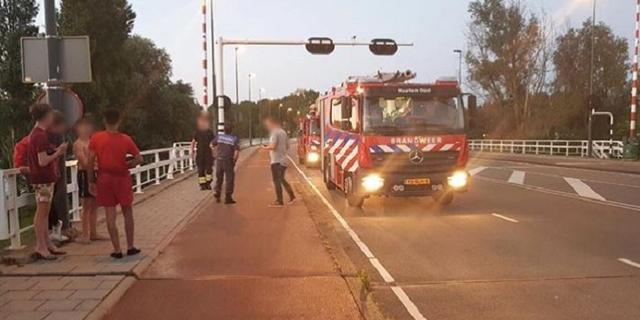 Brandweer redt jongen van brugwachtershuis bij Schouwbroekerbrug