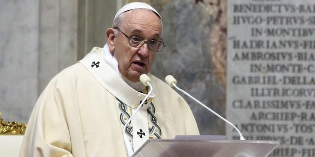 Paus: Tegenstanders van mondkapjes zitten vast in hun eigen kleine wereld