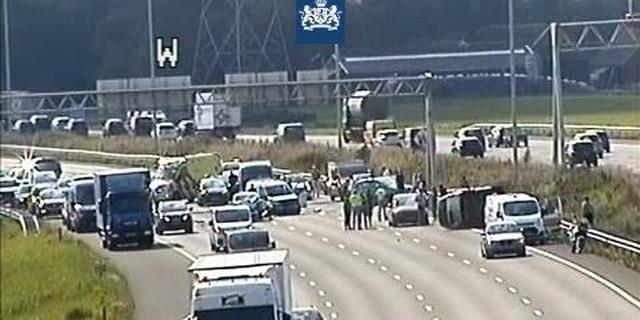 Veertien voertuigen betrokken bij ongeval op A12 bij Woerden